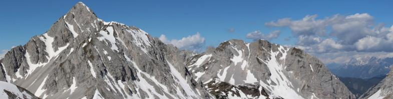 Gipfelpano Lattenspitze mit Rumer Spitze (links) und Gleirschtaler Brandjoch (rechts)