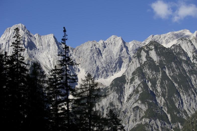 Steile Abstürze hinunter ins Vomperloch