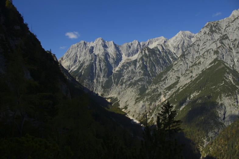 Blick retour, rechts der Bildmitte die Grubenkarspitze