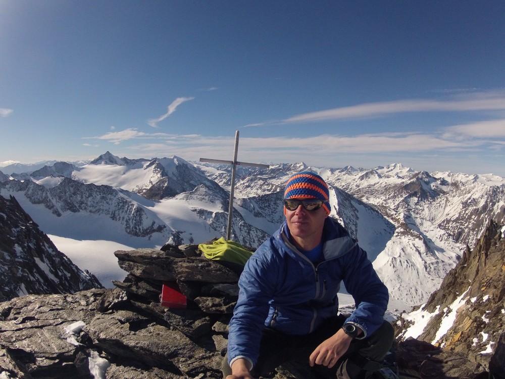 Gipfel Firmisanschneide 3491m, im Hintergrund links Hohe Schwärze, rechts davor die Mutmalspitze dann Similaun..rechts hinter mir die Weißkugel, ganz rechts Weissseespitze und der Gepatschferner