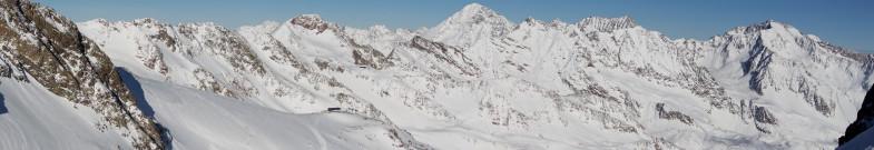 Ausblick im Schaufeljoch, in der Bildmitte der markante Schrankogel, rechts die Ruderhofspitze