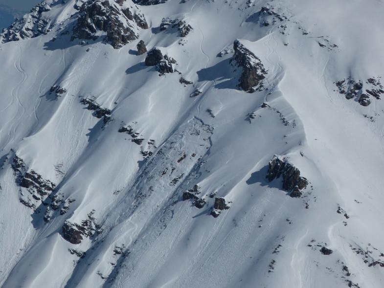 Anriss eines Schneebrettes, ausgelöst durch einen Snowboarder