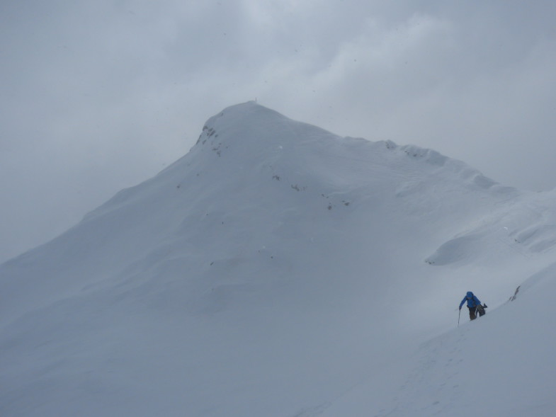 Blick von der Scharte zum Gipfelaufbau