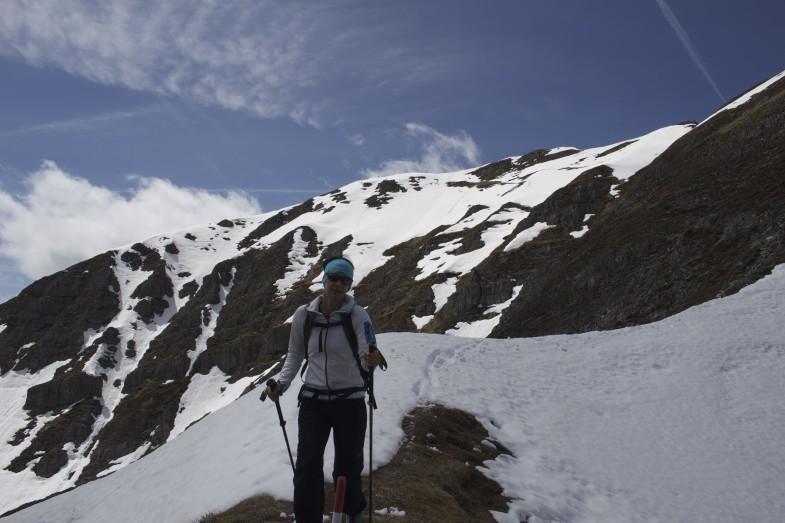 Der Schnee liegt hinter uns, Sonja kurz vorm Spitzmandl