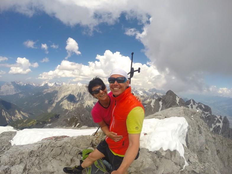 Leicht lachen am dritten Gipfel mit Sonja