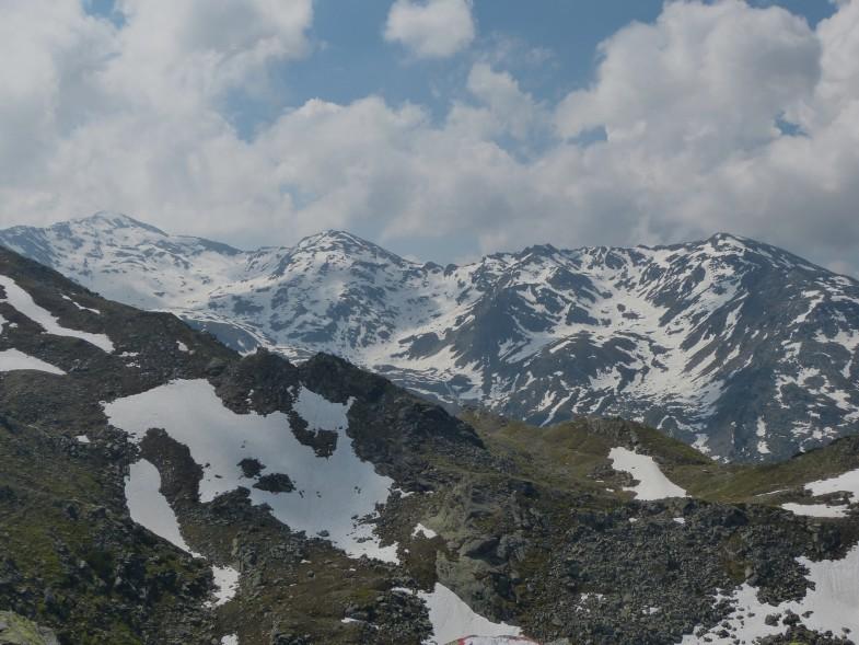Ausblick zu Kreuzspitze (links) und Morgenkogel (rechts)