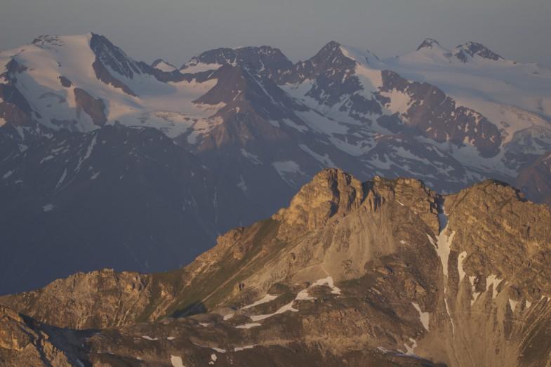 Stubaier Alpen, Burgstall im Vordergrund