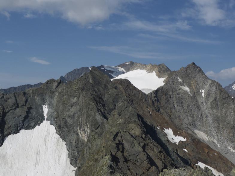 Östliche Seespitze schon recht blank im oberen Teil, links die Falbesoner Knotenspitze