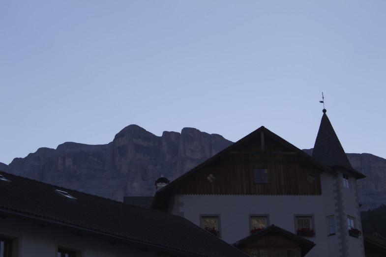 Im Hintergrund der Gipfel