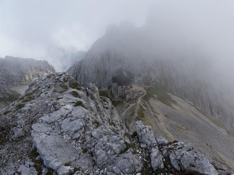 Am Grat unterwegs, kurz vorm Signalkopf der Blick retour zur Hütte