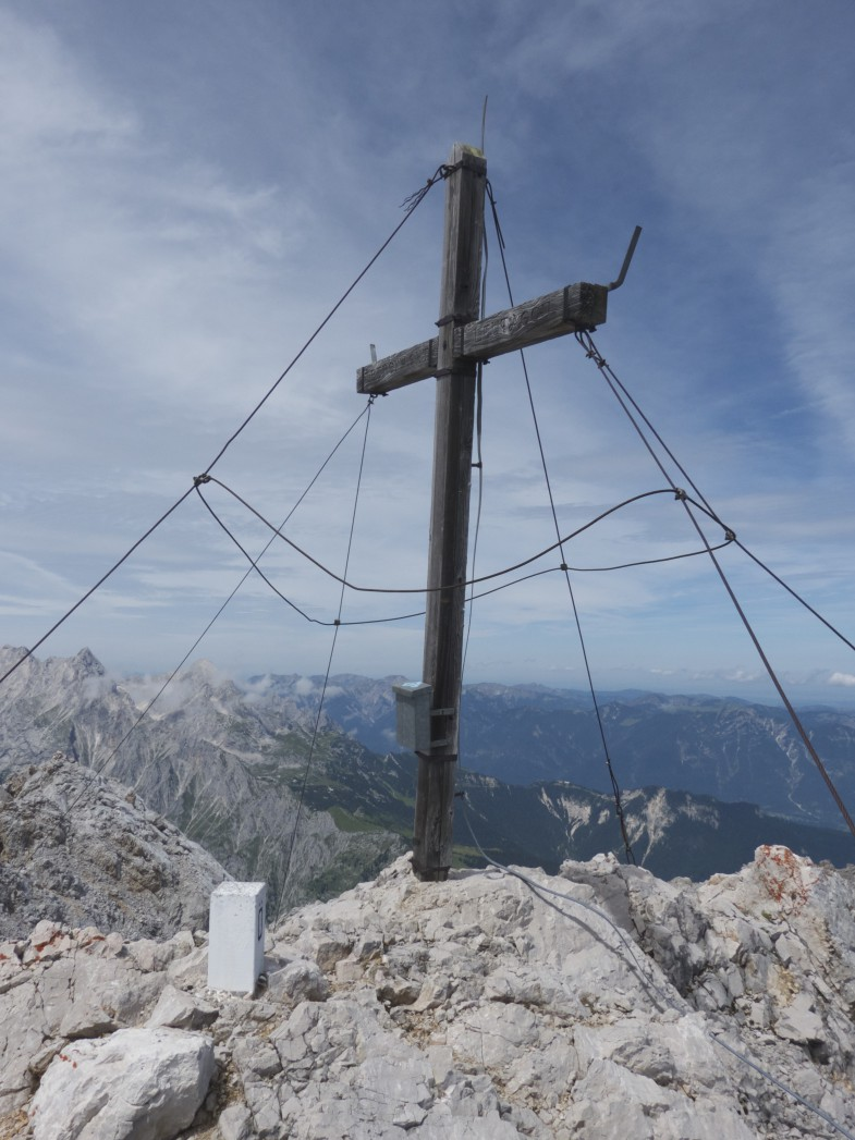 Leutascher Dreitorspitze mit hässlichem Gipfelkreuz