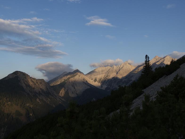 Morgenstimmung im Halltal mit Blick zu Stempelspitzen, Lafatscher, Speckkarspitze