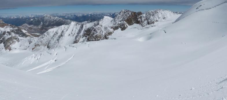 Im Abstieg von der Wildspitze Nordgipfel in Richtung Rofenkarferner, links unten das Mitterbergjoch (Pitztaler Gletscher)