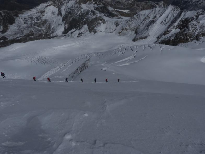 Auf der verschneiten Wildspitze unterwegs