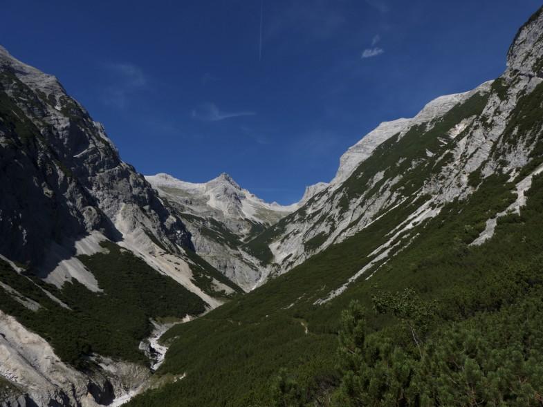 Am Weg retour, in Bildmitte die Birkkarspitze. KWKSpitze ist nicht zu sehen (rechts hinten)