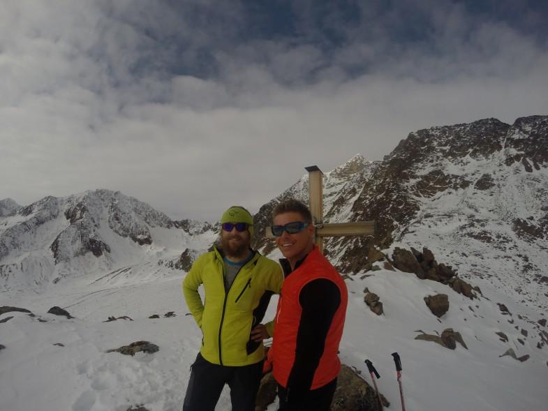 Wir Zwei am Urkundkolm, im Hintergrund unser morgiger Abstieg