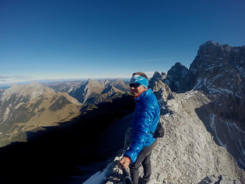 Ich auf der Moserkarspitze mit tollen Tiefblicken und Ausblicken auf die Nordwände