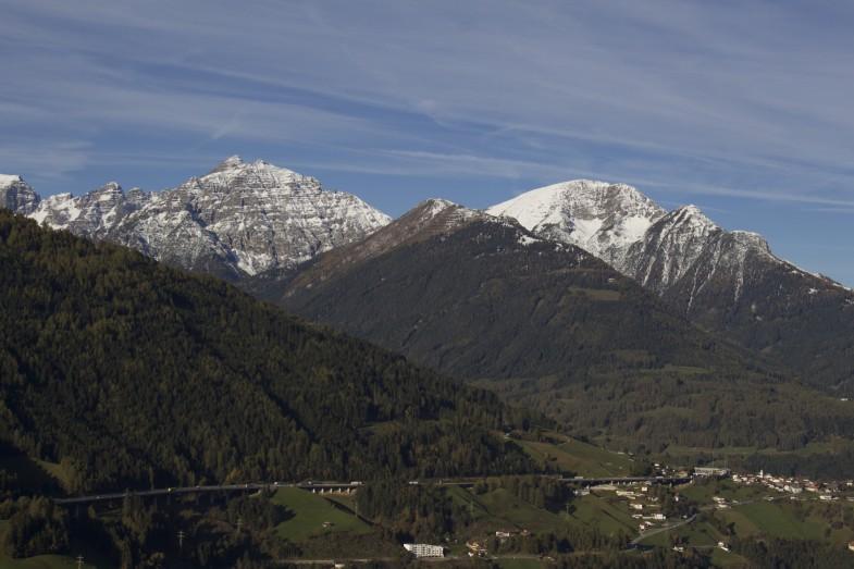 Am Ausgangspunkt mit Blick zu Ampferstein, Solae, Nockspitze, Spitzmandl beziehungsweise Nederjoch und Jochkreuz