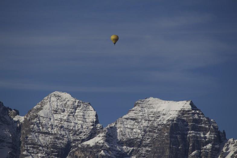 Heißluftballon über Riepenwand und Großer Ochsenwand