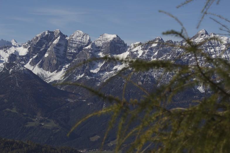 Ausblick zu den Kalkkögeln mit Schlicker Seespitze- Riepenwand- Großer und Kleiner Ochsenwand, Steingrubenkogel bis Marchreisenspitze und Ampferstein