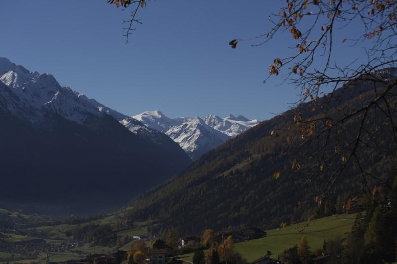 Stubaital im Herbst mit Blick zu Freiger- Pfaff und Zuckerhütl