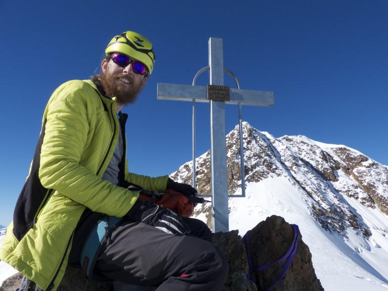 Simon am Ötztaler Urkund mit Wildspitze im Hintergrund