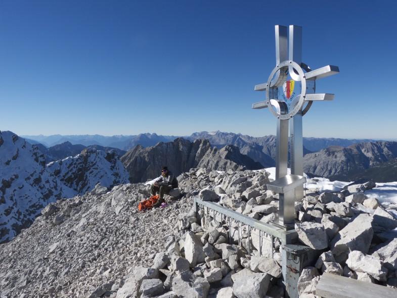 Auf der östlichen Praxmarerkarspitze mit tollem Gipfelkreuz