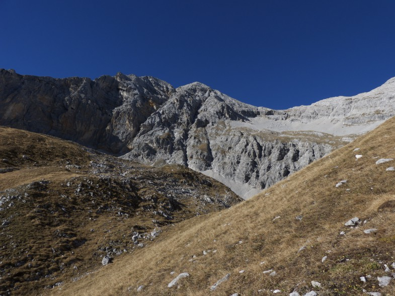 Im Praxmarerkar, links der Bildmitte die östliche, ganz links der Südgrat auf die Westliche Praxmarerkarspitze