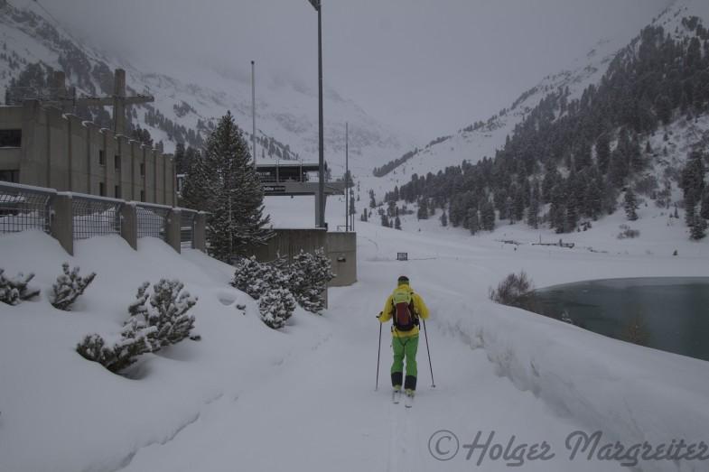 Start am Kraftwerk schon mit Skiern