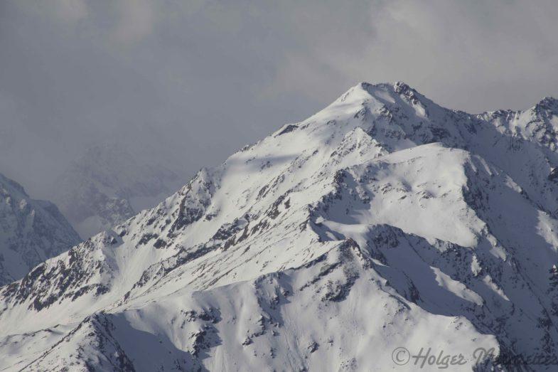 Schlicker Scharte mit Blick zu Seeblasspitze und Brennerspitze