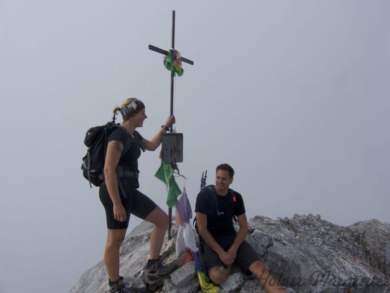 Alex und Pati am Gipfel, Gipfelkreuz aus dem Jahre 1932