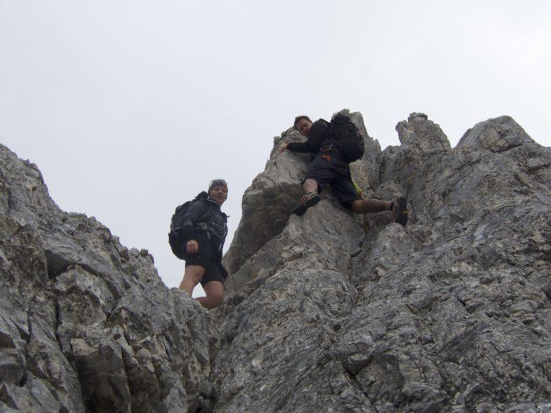 Abklettern in sehr gutem Fels, direkt an der Kante