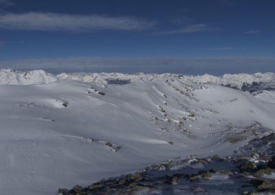 Endlich am Kamm angekommen- rechts der Gipfel des Angerberkopf
