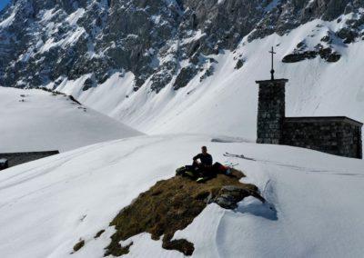 Etwas oberhalb der Hütte