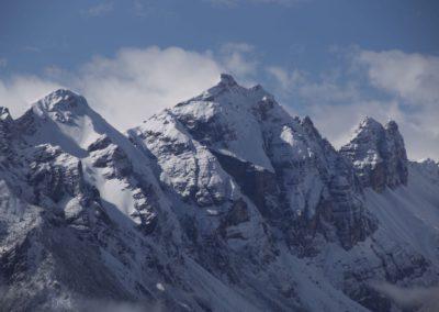Markante Kirchdachspitze und hinten die Ilmspitzen