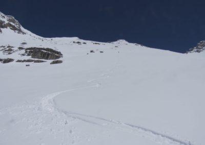 Schnee schon feuchter in der Ostseite des Riegelkares