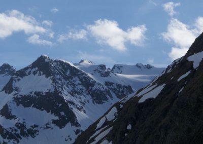 Noch so viel Schnee Anfang Juni- Blick zum Schwarzenbergferner