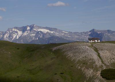 Blick über die Blaserhütte zur Wildseespitze (rechts)