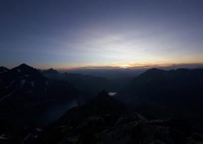 Bis die Sonne...