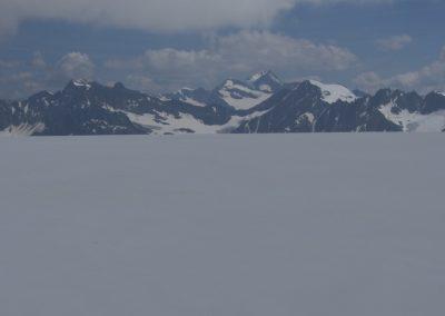 Am Gepatschferner mit Blick zu Hochvernagtspitze- Brochkogel- Wildspitze und Fluchtkogel von links nach rechts